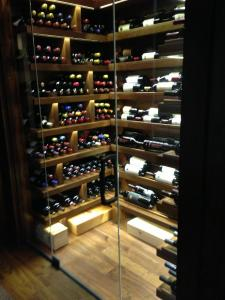 Chicago IL 60603 Custom Wine Cellar Cabinetry (059)