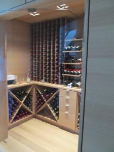 Chicago IL 60603 Custom Wine Cellar Cabinetry (060)