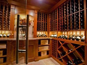 Kenilworth IL 60043 Custom Wine Cellar Cabinetry (077)