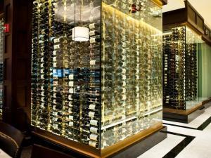 Chicago IL 60611 Hotel Mall Glass Enclosed Wine Cellar (006)