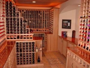 Golf IL 60029 Traditional Wine Cellar Racking (115)