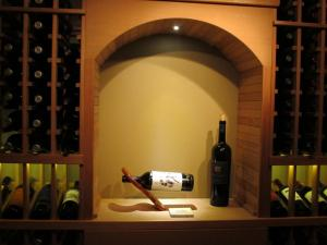 Golf IL 60029 Traditional Wine Cellar Racking (118)