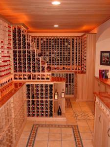 Golf IL 60029 Traditional Wine Cellar Racking (119)