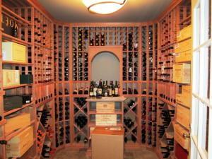 Winetka IL 60093 Traditional Wine Cellar Racking (180)